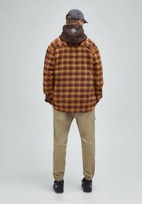PULL&BEAR - Skjorta - mottled brown - 2