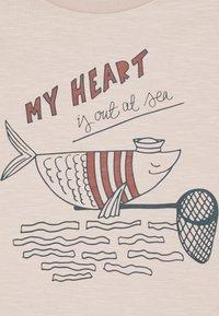 Mainio - SAILOR FISH UNISEX - Print T-shirt - moonbeam - 2