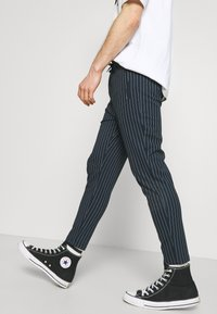 Denim Project - PONTE ELASTIC PANTS CROPPED - Trousers - dark navy/white - 3