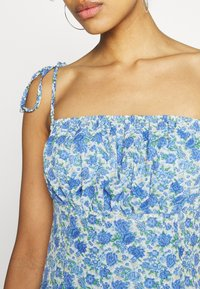 Missguided - TIE STRAP RUCHED BUST MIDAXI FLORAL - Day dress - blue - 5