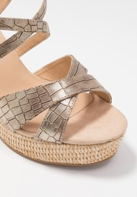Divine Factory - Sandály na vysokém podpatku - gold - 2