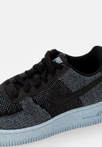 Nike Sportswear - AIR FORCE 1 CRATER UNISEX - Sneakers basse - black/black-chambray blue - 5