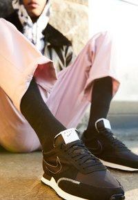 Nike Sportswear - DBREAK-TYPE - Sneakers laag - black/white - 2