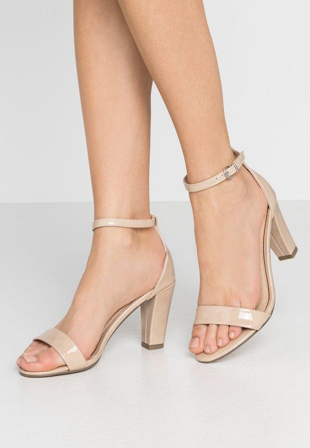 Sandály na vysokém podpatku - nude