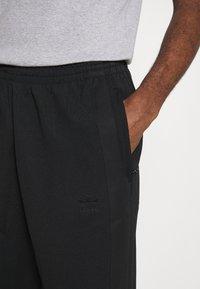adidas Originals - WARMUP - Tracksuit bottoms - black - 4