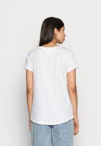 Tommy Jeans - SOFT V NECK TEE - Basic T-shirt - classic white - 2
