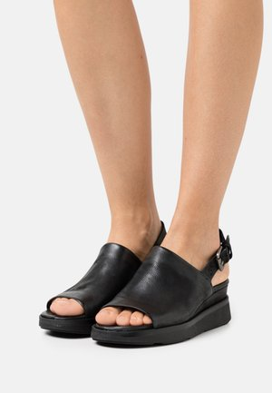 PLATIUAN - Sandalen met plateauzool - nero