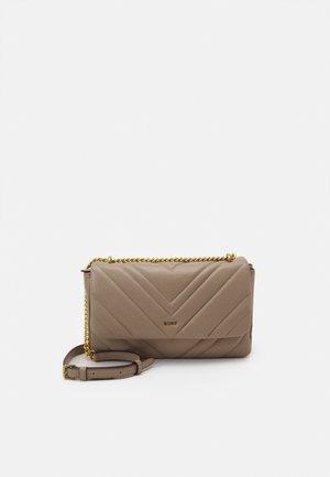 VIVIAN DOUBLE SHOULDER FLAP  - Handbag - toffee