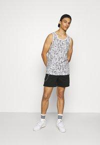 Redefined Rebel - THOMAS - Shorts - black - 1