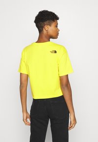 The North Face - CROPPED FINE TEE - Triko s potiskem - sulphur spring green - 2