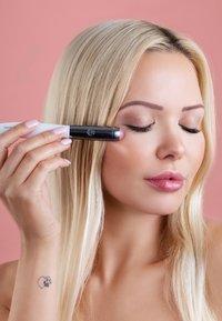 Luvia Cosmetics - UNDER EYE BRIGHTENER - Akcesoria do pielęgnacji - - - 5