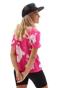 Vans - GR HYPNO BOXY - Print T-shirt - fuchsia purple - 1