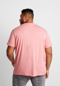 Lacoste - T-shirt basic - pink - 2