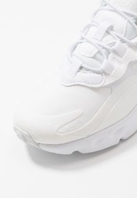Nike Sportswear - AIR MAX 270  - Tenisky - white/metallic silver - 2