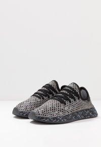 adidas Originals - DEERUPT RUNNER STREETWEAR-STYLE SHOES  - Joggesko - core black/footwear white - 2