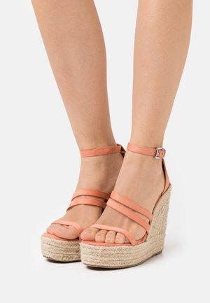 MIRELLE - Korkeakorkoiset sandaalit - coral