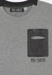 Re-Gen - TEEN BOYS  - Triko s potiskem - grey melange - 2