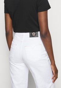 Versace Jeans Couture - Flared Jeans - optical white - 3