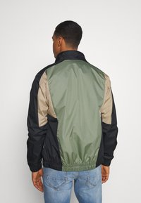 Jack & Jones - JORRODMAN BLOCKED TRACK JACKET - Kevyt takki - sea spray - 2
