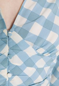 Glamorous - OPEN COLLAR PUFF SLEEVE RUCHED CROP BLOUSE - Bluser - blue - 4