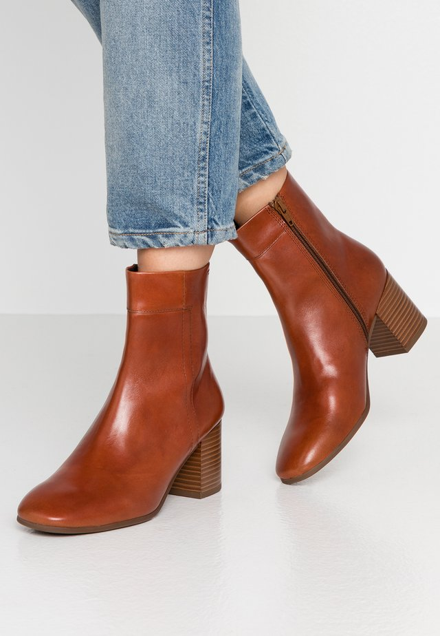 NICOLE - Classic ankle boots - cinnamon