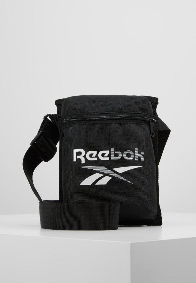 TECITY BAG - Treningsbag - black