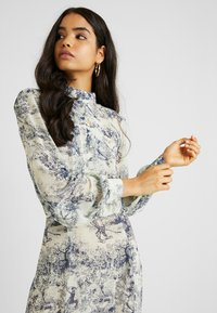 Missguided Tall - CHINA PLATE BUTTON FRONT MAXI DRESS - Cocktail dress / Party dress - blue - 4