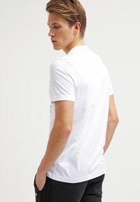 adidas Originals - ORIGINAL TREFOIL - T-shirt med print - white - 2