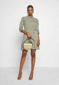 Rich & Royal - DRESS WITH BELT - Skjortekjole - safari green - 1