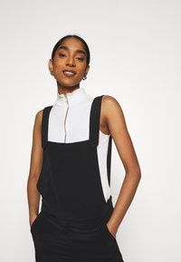 Monki - NESSA DUNGAREE - Salopette - black dark svart - 3