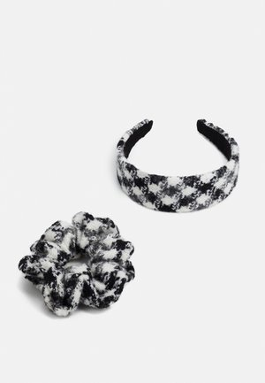 PCOLLO HAIR SET - Hair styling accessory - black/white