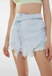 Bershka - MIT AUSGEFRANSTEM SAUM  - A-line skirt - light blue - 3
