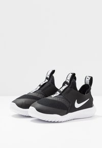 Nike Performance - FLEX RUNNER UNISEX - Obuwie do biegania treningowe - black/white - 3