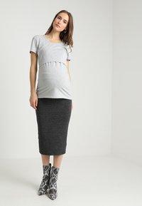 Boob - CLASSIC SHORT SLEEVED - T-shirts - grey melange - 1