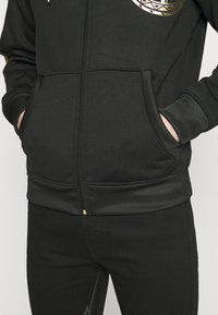 Carlo Colucci - DONNAY X CARLO COLUCCI - Zip-up hoodie - black/gold - 3