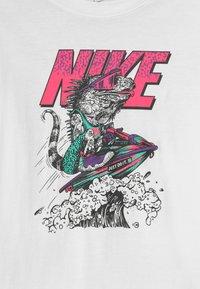 Nike Sportswear - BEACH TEE - T-shirts med print - white - 2