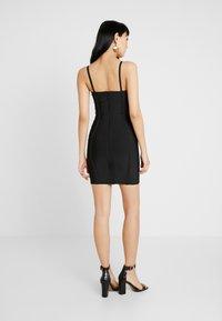 Missguided - PREMIUM BANDAGE HOOK AND EYE MINI DRESS - Shift dress - black - 2