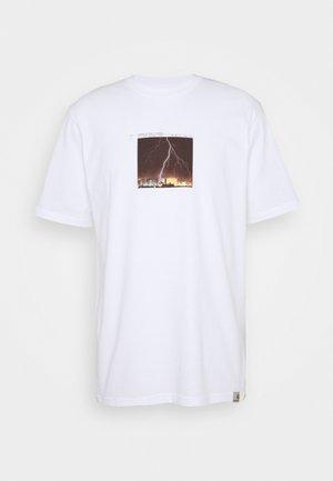 THUNDERBOLT - Print T-shirt - white