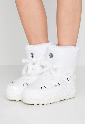 TROIS VALLÉES  - Winter boots - white