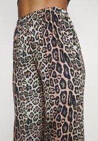 Onzie - FREEDOM PANT - Pantalon classique - beige - 3