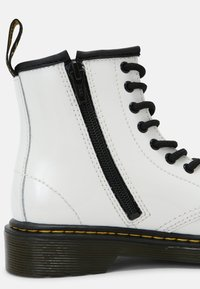 Dr. Martens - 1460 J - Lace-up ankle boots - white patent lamper - 6