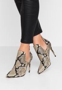 ALDO - AMILMATHIEN - High heeled ankle boots - natural - 0