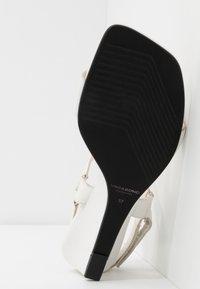 Vagabond - NELLIE - Wedge sandals - white - 6