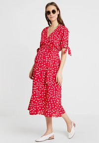 Seraphine - BESSIE MIDI WRAP DRESS - Denní šaty - red - 1