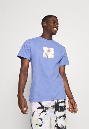 FLOWER BOX LOGO TEE - T-shirts print - violet