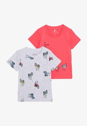 NBMJEFIKO 2 PACK - T-shirt print - calypso/coral