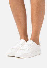 Pepe Jeans - ADAMS - Trainers - offwhite - 0