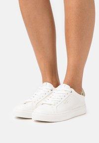 Pepe Jeans - ADAMS - Sneakers basse - offwhite - 0