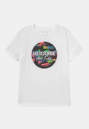 VERTICAL PRINT LOGO - T-shirt con stampa - white