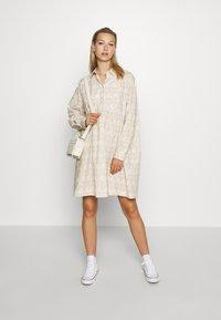 Wood Wood - JANICA DRESS - Sukienka koszulowa - beige - 1